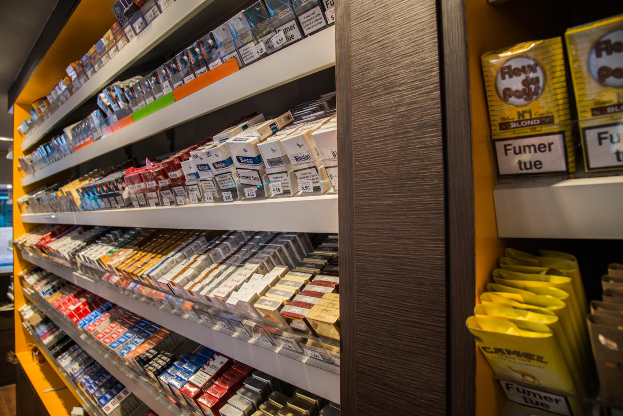 Tabac Presse Mobilier Sur Mesure Avec Cave A Cigares Rueil
