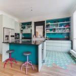 Cuisine autour du foyer I Couleurs et fonctionnalité I Paris